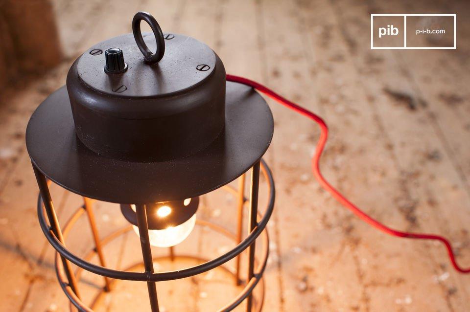 La lampe Nautilus est dotée d\'un charme industriel qui trouvera parfaitement sa place dans votre