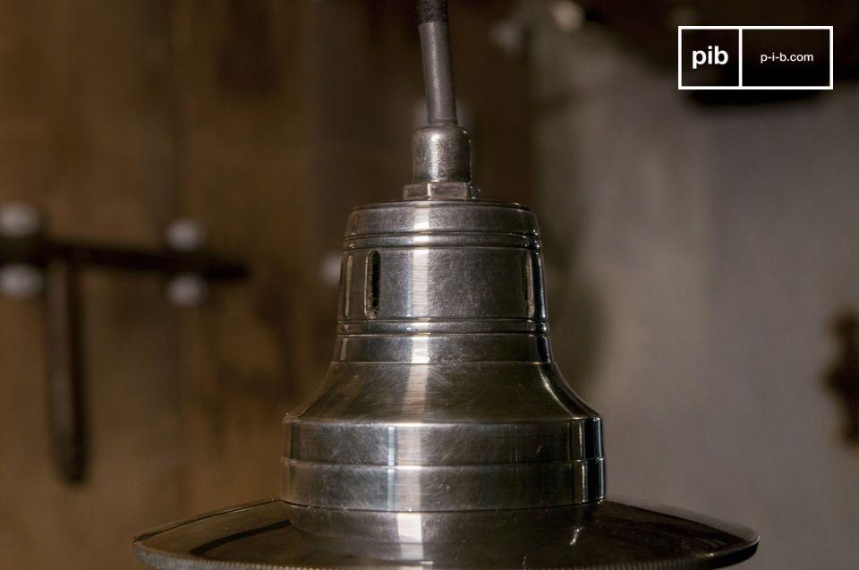 Une lampe vintage fantaisiste et élégante avec globe sphérique