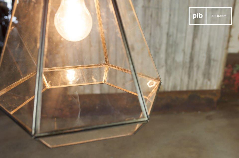 La lampe suspendue en verre Pia est un luminaire résolument rétro qui conférera du cachet à