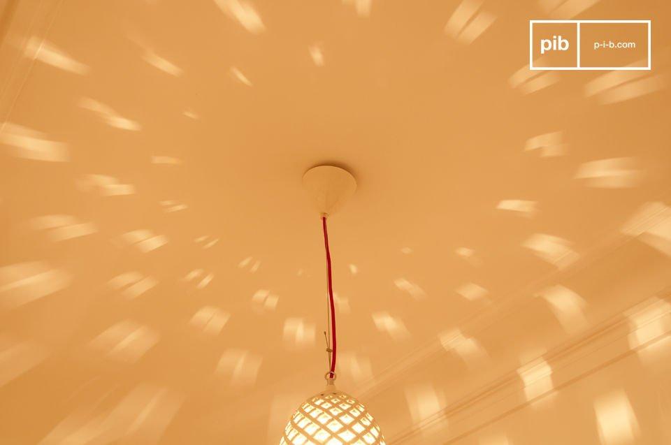 Un subtil maillage de porcelaine pour une lumière unique