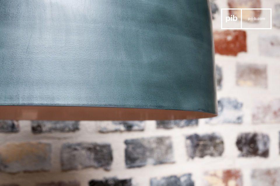 La lampe Large Blue Terry marie habilement les matières
