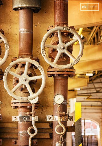 Les métaux comme le fer, le cuivre, l'étain, l'acier et l'aluminium s'accordent parfaitement avec le style industriel.
