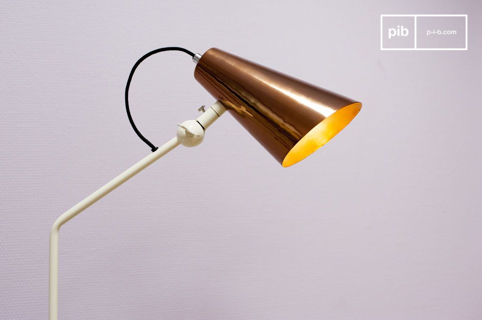 Abat-jour cuivré pour un luminaire design aux accents rétros