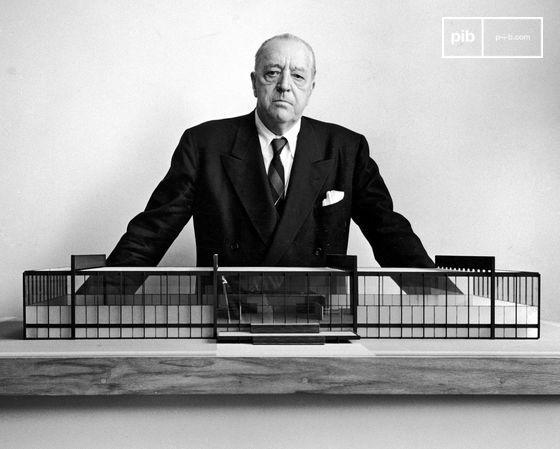Ludwig Mies van der Rohe, l'un des trois architectes pionniers qui ont mis en avant l'universalité et le caractère pratique du style international.