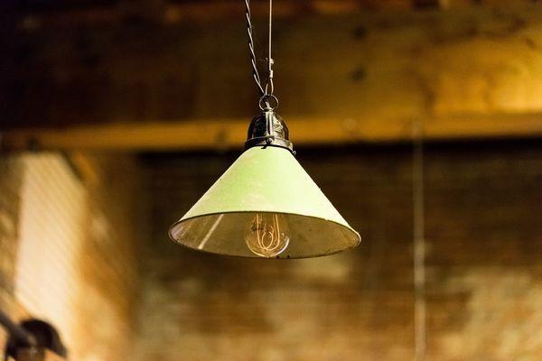 Lustre disque industriel et ampoule vintage