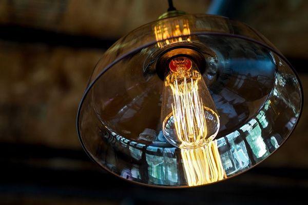 lustre en verre épais et ampoule apparente