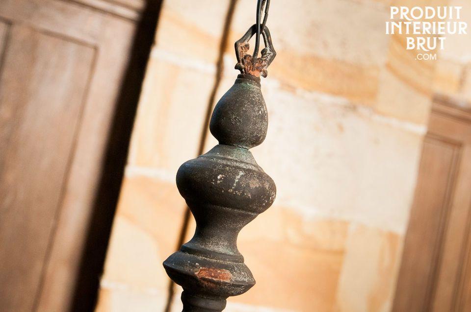 Le lustre Sérule est un luminaire plein de charme qui apportera une touche vintage romantique à