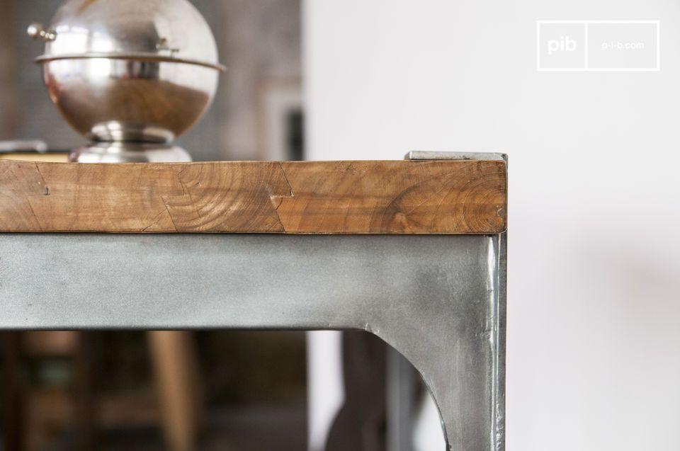 Optez pour un mange debout associant le bois de teck épais et l\'acier pour une touche esprit