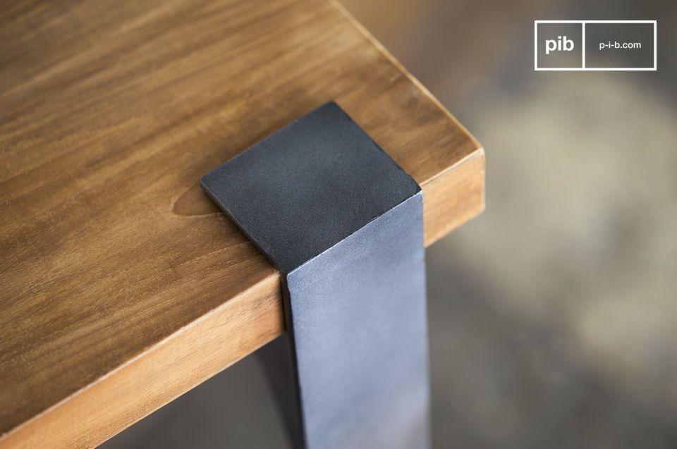 Une table haute qui trouvera sa place dans tous les styles d\'intérieur
