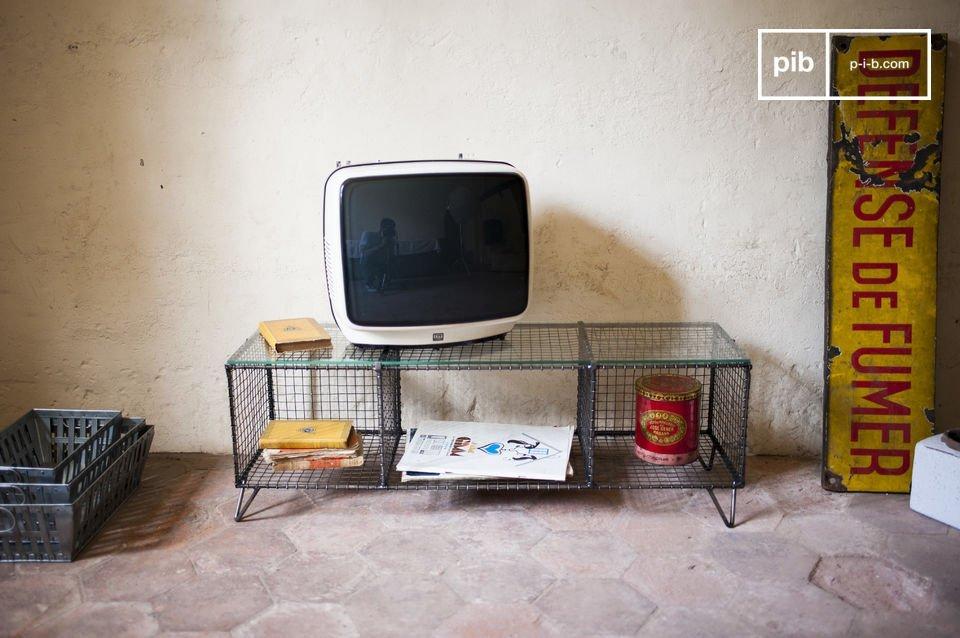 Métal et verre pour un meuble TV vintage hors du commun