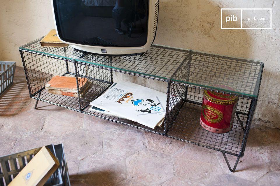 Le plateau en verre aux bords polis est robuste et supportera aisément votre téléviseur