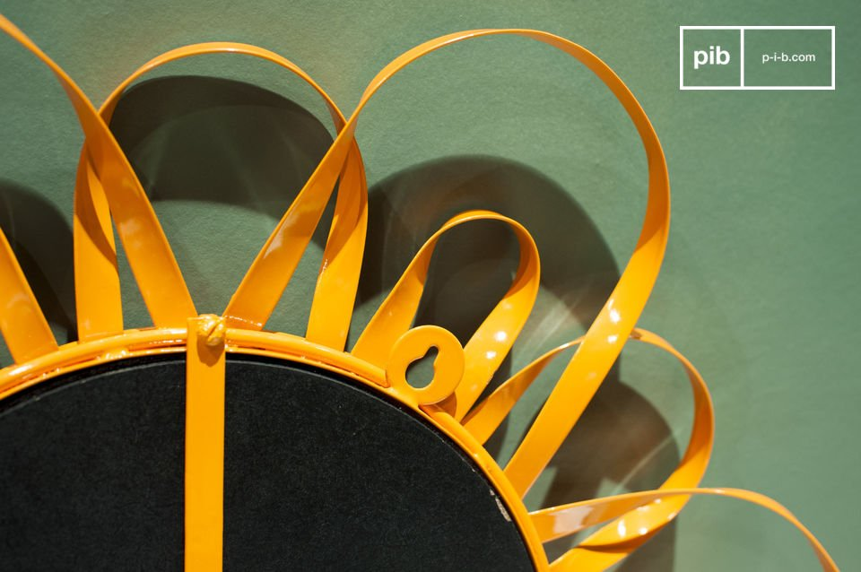 Cette structure forme le cadre autour du miroir circulaire