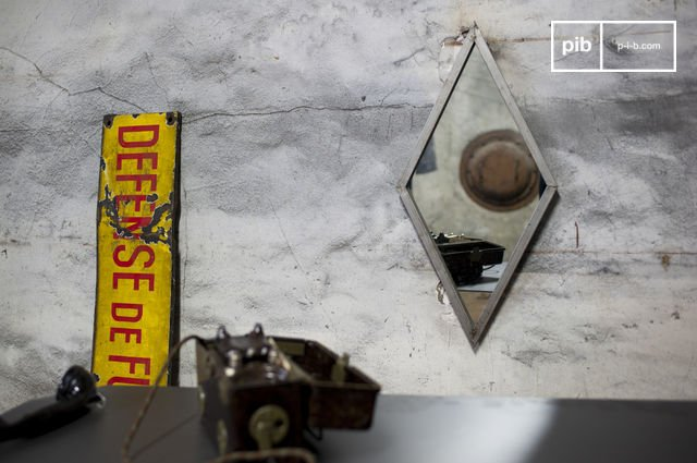 Miroir diagone en métal