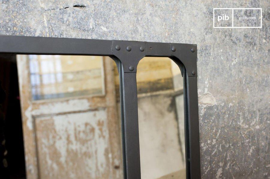Miroir design l 39 objet phare dans une d co de style for Miroir industriel deco