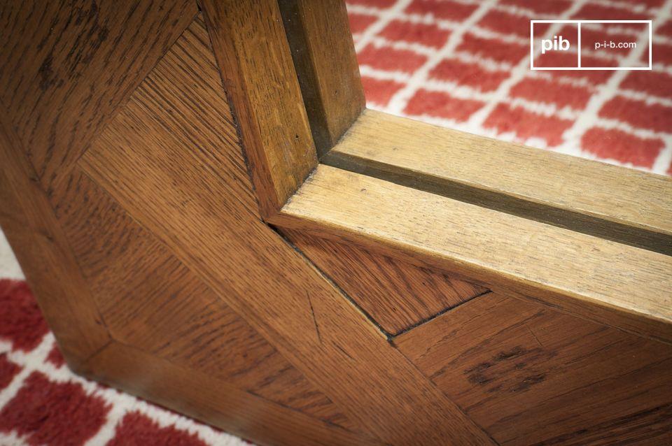 Le miroir bois Queens est un élément de décoration d\'exception qui apportera du cachet à votre