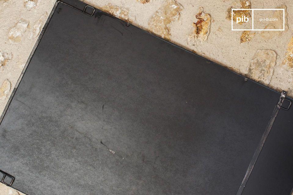 Le miroir métallique industriel 6 sections est un accessoire de décoration murale qui apportera à