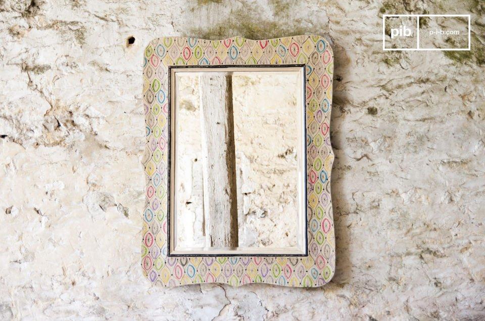 Le miroir Joan est un miroir ancien déco campagne chic qui apportera une touche subtilement