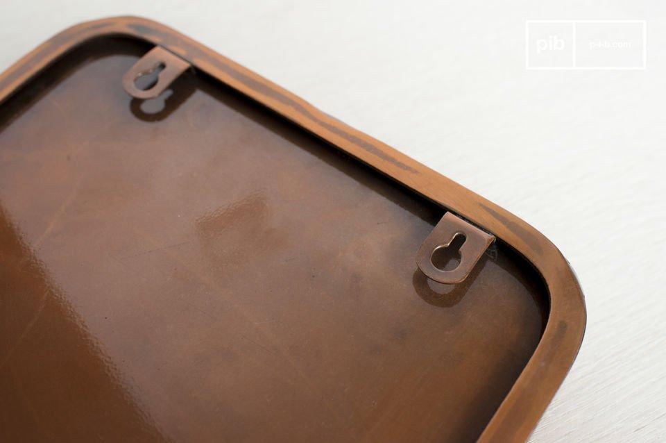 L\'utilisation du cuivre donne ce ton si particulier et tendance à cet accessoire de décoration