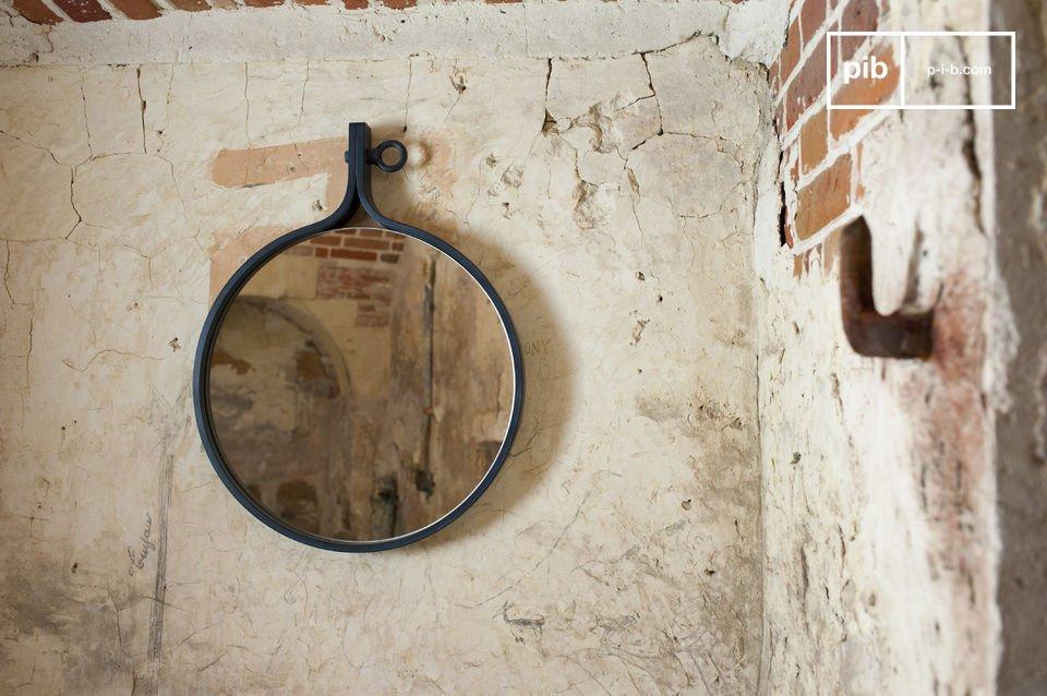Un miroir mural pour une décoration industrielle