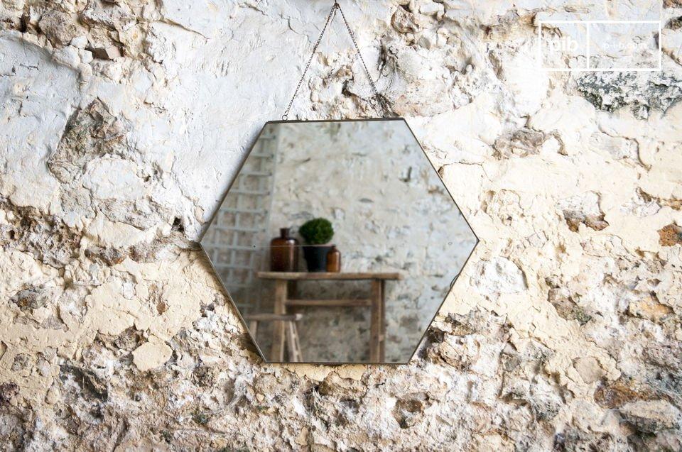 Un miroir sobre au design vintage
