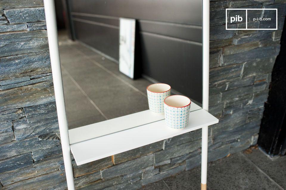 Un miroir design sobre tout en hauteur