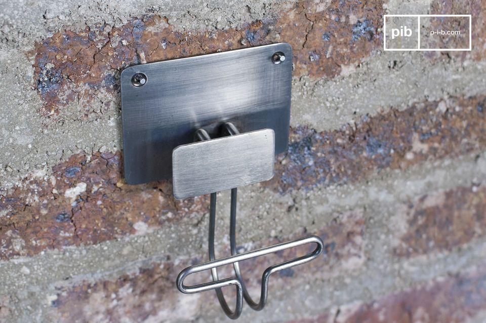 Des crochets très sobres, tout en métal, pour apporter une touche de style industriel à vos murs