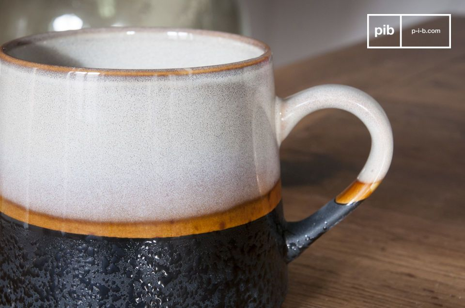 Une paire de tasses en céramique au look unique