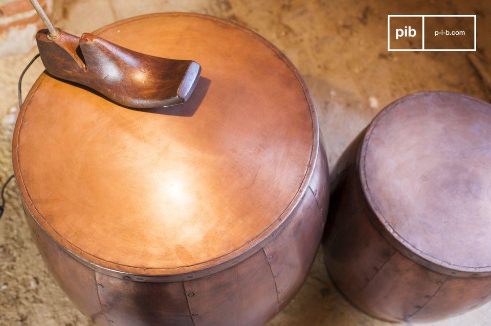 Les deux tables Cobré sont des meubles d\'appoints tout à fait uniques en leurs genres