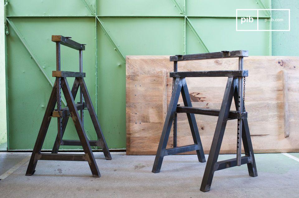 La paire de tréteaux Ambolt rayonne par son identité rétro de style industriel tout à fait unique