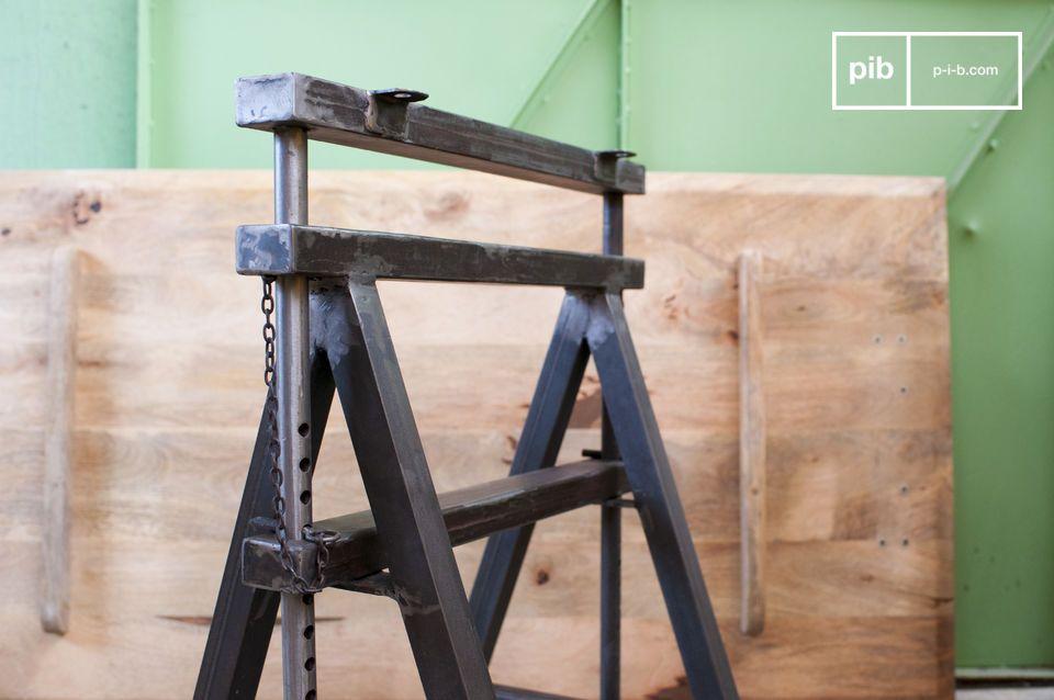 Le tréteaux Ambolt peut être réglé en hauteur de 68 à 95 cm, ce qui permet une utilisation variée de la table que vous créerez avec le plateau de votre choix