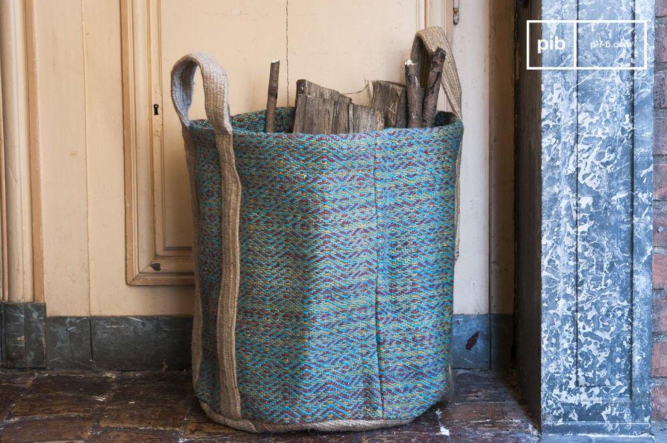 Le panier à bois Raviya est un charmant accessoires deco campagne chic esthétique qui en plus