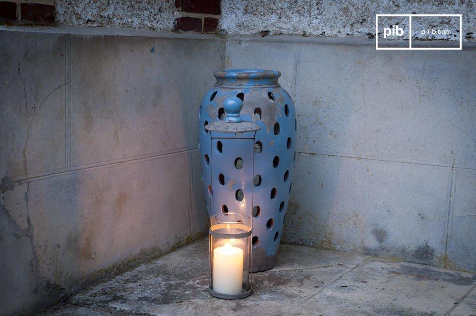 Le photophore Ilbarritz est un accessoire déco plein de charme pour apporter une lueur discrète à