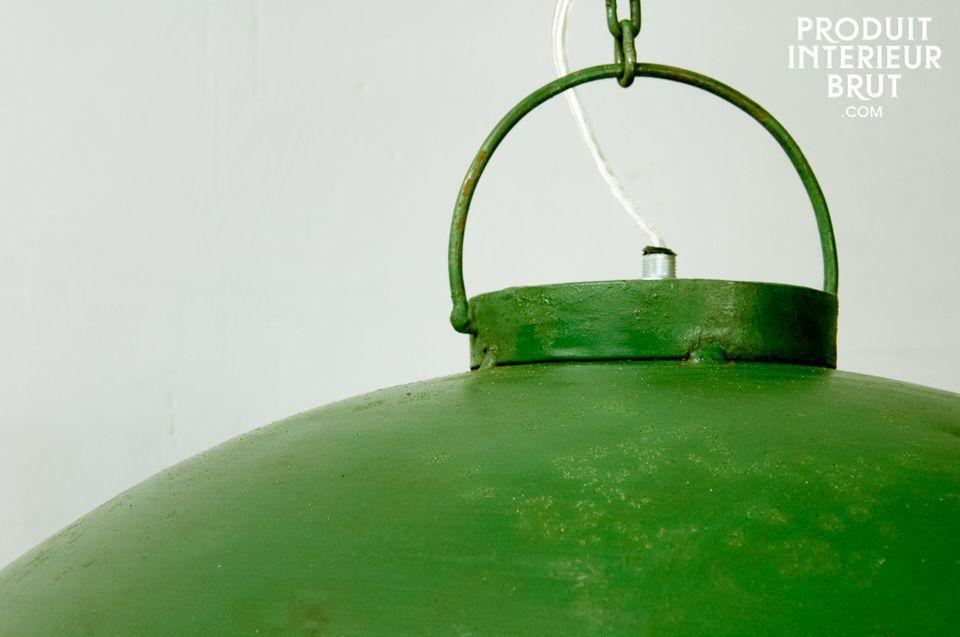 Une lampe suspendue au style vintage brut