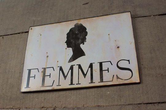 Plaque murale métallique Femmes