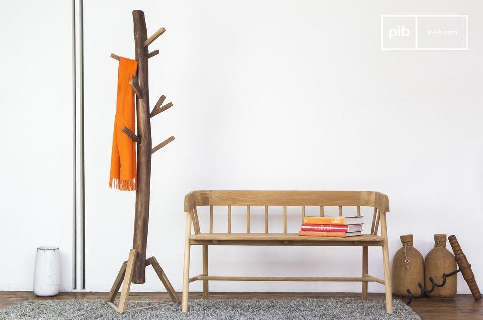 Le portemanteau en bois Camille est un accessoire de décoration et de rangement qui détonne par son aspect hors du commun