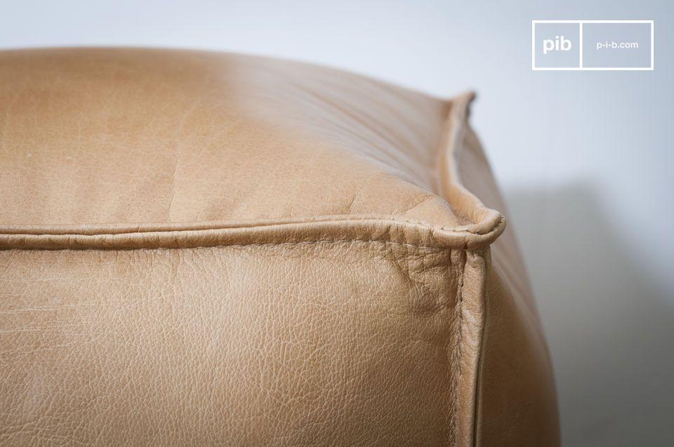 Le pouf en cuir Marsliden est autant apprécié par ses dimensions idéales que par l\'élégance de
