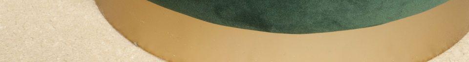 Mise en avant matière Pouf en laiton et velours vert Dallas
