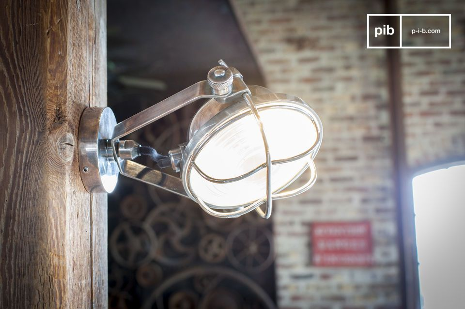 Un projecteur orientable au look industriel chic