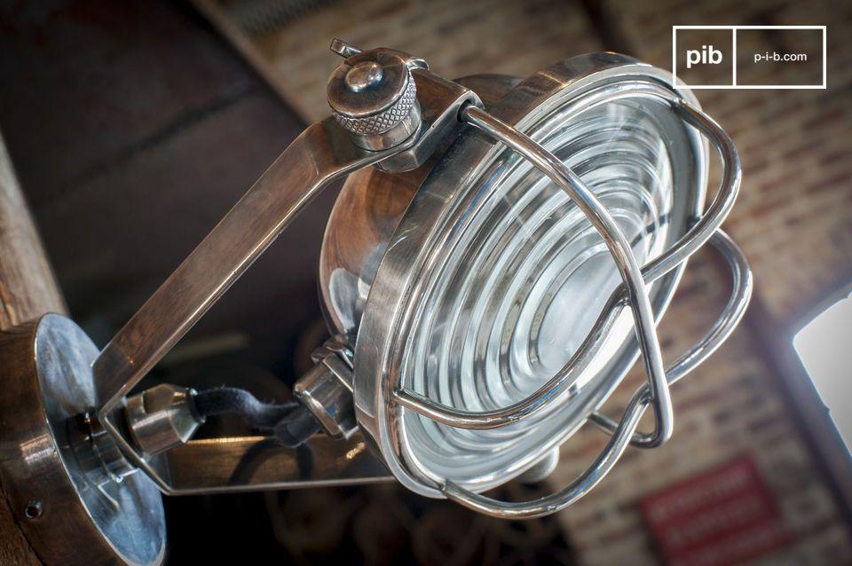 Équipez-la d\'une ampoule LED (jusqu\'à 3 Watts) pour lui permettre de mettre en relief le décor