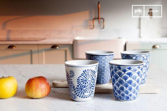 Quatre tasses en porcelaine Blue Lagoon