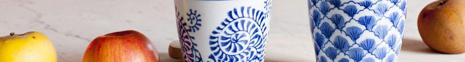 Mise en avant matière Quatre tasses en porcelaine Blue Lagoon