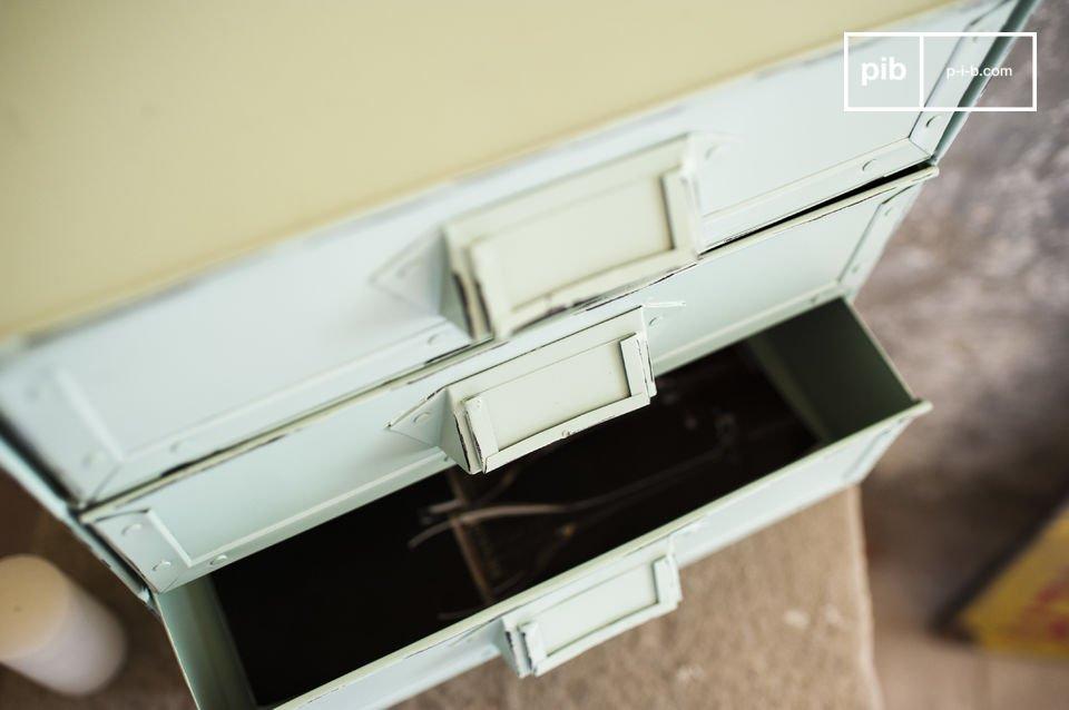 Le rangement Delray est un petit meuble qui vous permettra d\'organiser tous vos documents