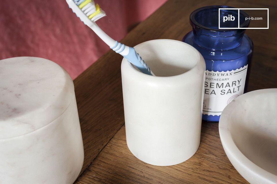 Pot à crayon ou verre à dent, l'élégance d'un marbre lumineux