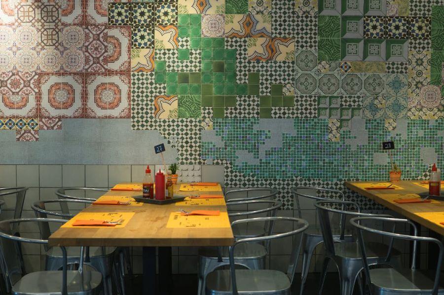 Restaurant et ses chaises métal vintage