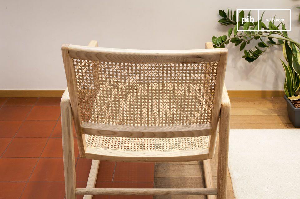 Ce rocking chair se distingue notamment par une assise très profonde