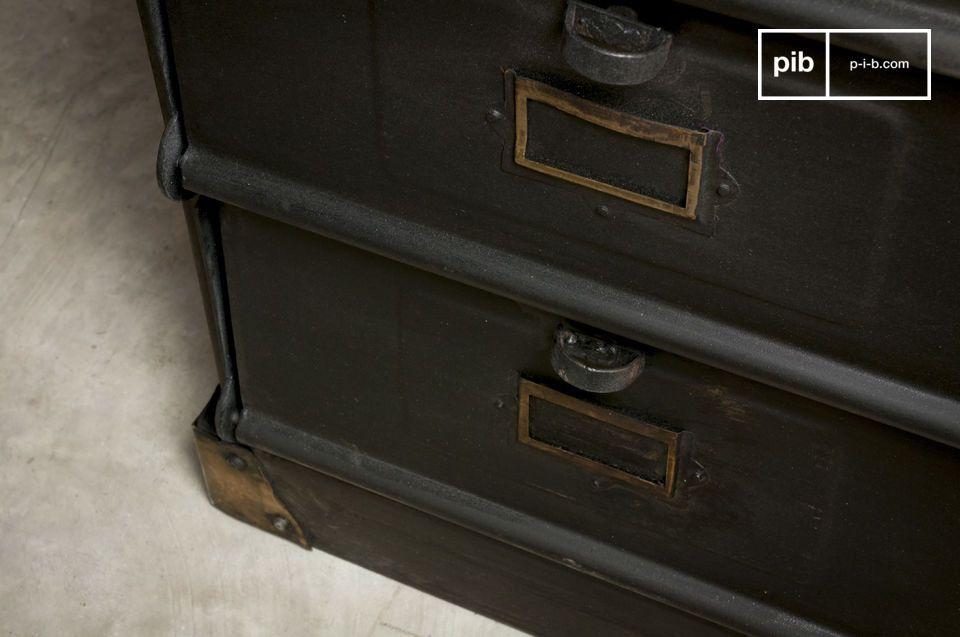 Une armoire industrielle de rangement vintage qui apportera un cachet unique à votre pièce