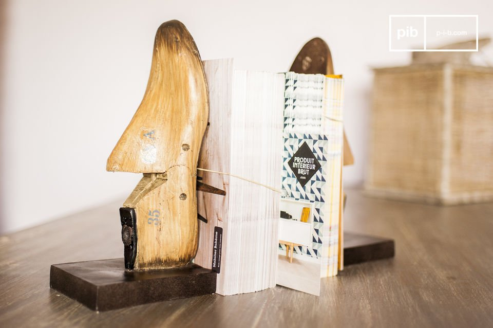 La paire de serre livres du cordonnier apportera une touche de déco rétro décalée qui saura se