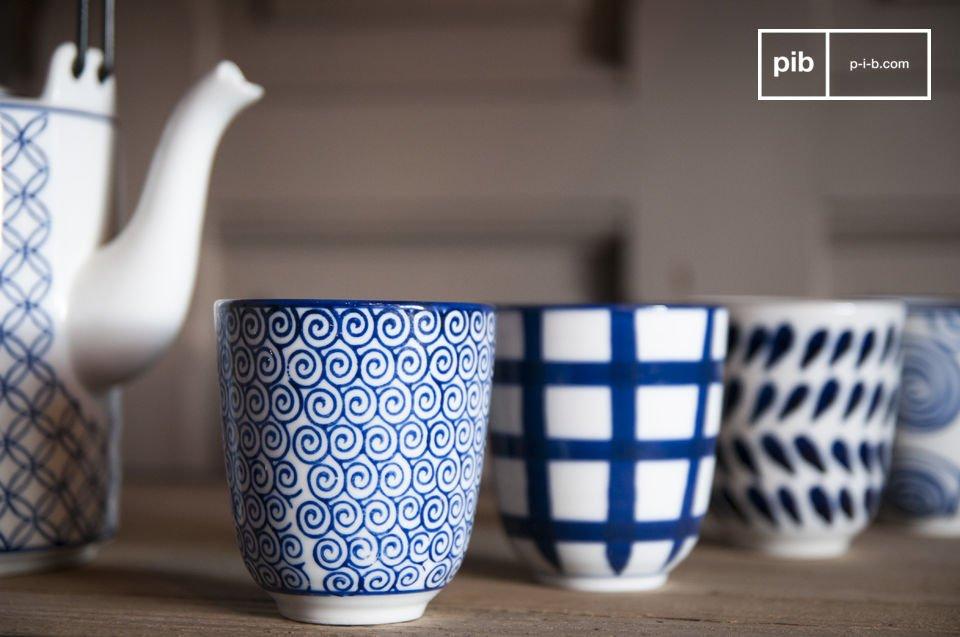 Le service à thé Hivana comprend une théière et quatre tasses sans anses