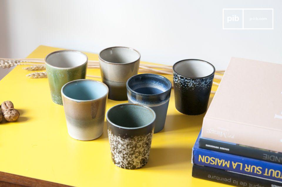 Un ensemble de 6 tasses en céramique qui puise son style dans des éléments de vaisselle des