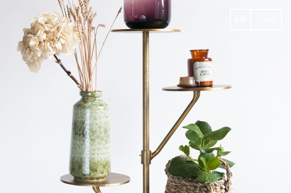 Idéal pour des plantes dans un salon, ou des sacs et chapeaux dans une entrée